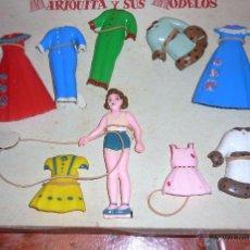 Muñeca española clasica: ANTIGUO CURIOSO JUEGO VESTIDOS Y MUÑECA MARIQUITA PEREZ ? Y SUS MODELOS . COMPLEMENTOS CON CAJA. Lote 54064684