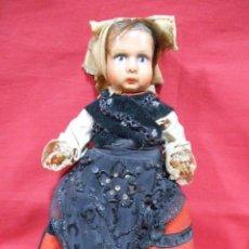 Muñeca española clasica: PRECIOSA MUÑECA ANTIGUA DE TERRACOTA VESTIDA CON TRAJE REGIONAL. Lote 54638854