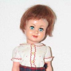 Muñeca española clasica: MU057 MUÑECA. PLÁSTICO. PELO SINTÉTICO. OJOS DURMIENTES. ESPAÑA. AÑOS 60. Lote 52980560