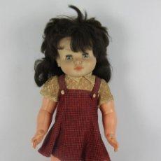 Muñeca española clasica: MUÑECA EN PLASTICO MARCA TOYSE. FABRICADA EN ESPAÑA. CON ROPA. OJOS BASCULANTES. AÑOS 70.. Lote 46188731