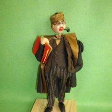 Muñeca española clasica: GENIAL MUÑECO ROLDAN KLUMPE ABOGADO JUEZ MAGISTRADO FIELTRO Y ALAMBRE AÑOS 50 FUMANDO PIPA. Lote 55951935