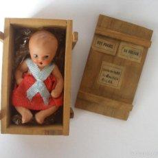 Muñeca española clasica: PEQUEÑA MUÑECA EN TERRACOTA EN CAJA ORIGINAL DE MADERA AÑOS 30 - 40. Lote 94187105