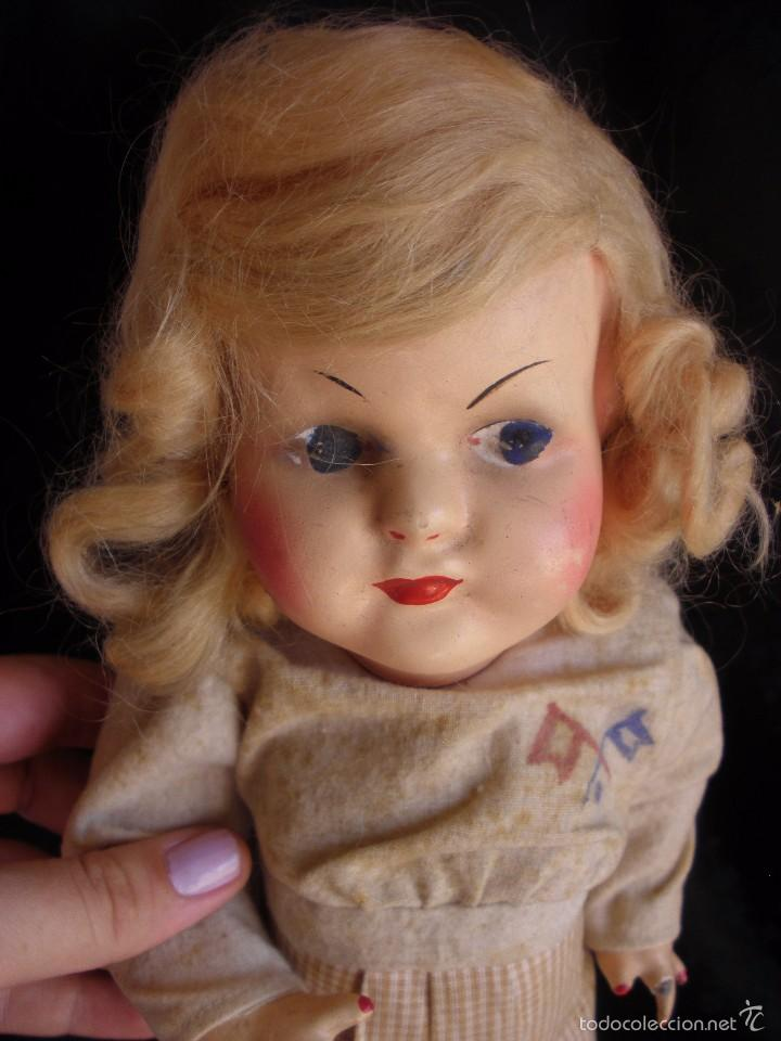 Muñeca española clasica: MUÑECA ANTIGUA DE CARTON PIEDRA DE LA POSGUERRA CONJUNTO DEPORTIVO ROPA ORIGINAL años 30-40 - Foto 4 - 58640511