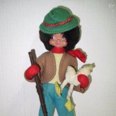Muñeca española clasica: ANTIGUO MUÑECO PAISANO CON PATO GRAN CALIDAD DE MATERIALES GOMA MADERA TELAS - AÑO 1940-50S.. Lote 61400119