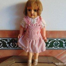 Muñeca española clasica: PRECIOSA MUÑECA EN CARTON PIEDRA VESTIDO NIDO DE ABEJA OJOS DE CRISTAL FIJOS. Lote 65393911