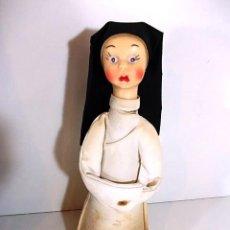 Muñeca española clasica: ANTIGUA MUÑECA REPRESENTANDO A UNA MONJA CON CABEZA DE GOMA Y CONO DE CARTON . Lote 69001685