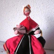 Muñeca española clasica: ANTIGUA MUÑECA NISTIS ASTURIAS GALICIA TRAJE REGIONAL. ASTURIANA GALLEGA CON PARAGUAS Y CERDITO.. Lote 72851335