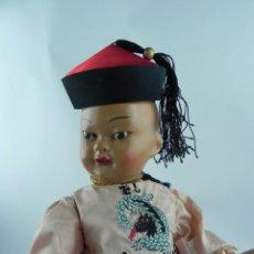 Muñeca española clasica: MUÑECO CHINO MANDARIN AÑOS 50. REALIZADO EN CARTÓN PIEDRA, OJO FIJO, TRENZA EN CREPEE, CON ROPA. Lote 73755991
