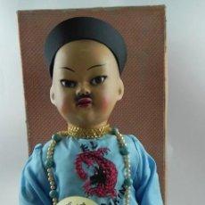Muñeca española clasica: MUÑECO CHINO MANDARÍN, COETÁNEO DE MARIQUITA PEREZ -EN CAJA- REALIZADO EN CARTÓN PIEDRA PINTADO AL . Lote 74490587