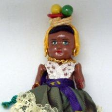 Muñeca española clasica: MUÑECA NEGRITA CON CANASTO FRUTAS CELULOIDE AÑOS 50 11 CM ALTO. Lote 79241045