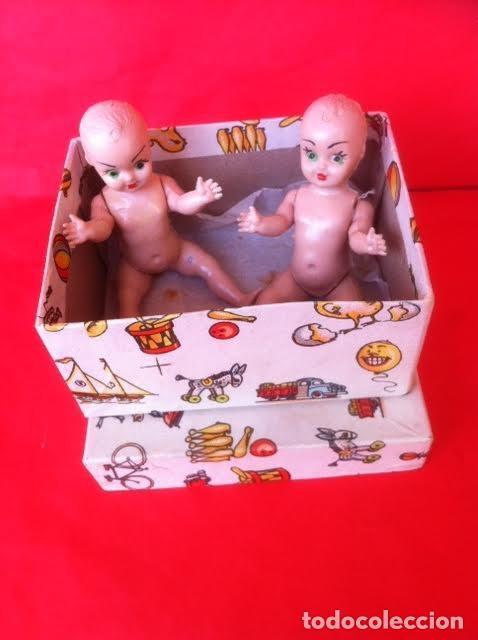 Muñeca española clasica: Antigua caja , motivos juguetes con dos muñecos celuloide años 40-50 - Foto 3 - 81074784
