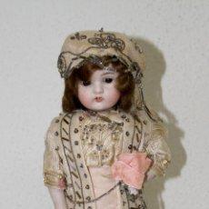 Muñeca española clasica: MUÑECA ANTIGUA SOBRE PEANA. PORCELANA. ESPAÑA. AÑOS 20. Lote 81346520