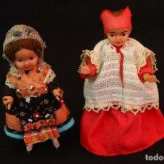 Muñeca española clasica: CURIOSA PAREJA MUÑEQUITAS ARTICULADAS,MONAGUILLO Y DAMA REGIONAL. Lote 83185240