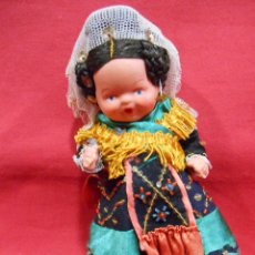 Muñeca española clasica: ANTIGUA MUÑECA DE TERRACOTA CON TRAJE REGIONAL - AÑOS 40 -. Lote 86503208