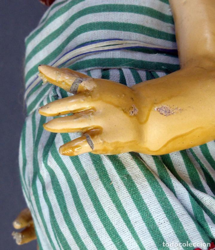 Muñeca española clasica: Muñeca popular cartón piedra articulada ropa original peluca sandalias años 40 33 cm época Mariquita - Foto 7 - 88976784