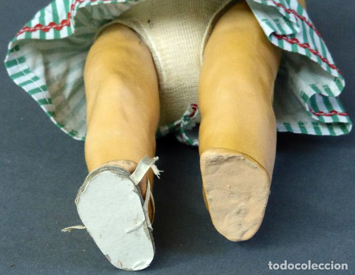 Muñeca española clasica: Muñeca popular cartón piedra articulada ropa original peluca sandalias años 40 33 cm época Mariquita - Foto 10 - 88976784