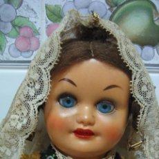 Muñeca española clasica: ANTIGUA MUÑECA ESPAÑOLA CON TRAJE REGIONAL. EN PLÁSTICO DURO. ALTURA 32 CM. Lote 90649185