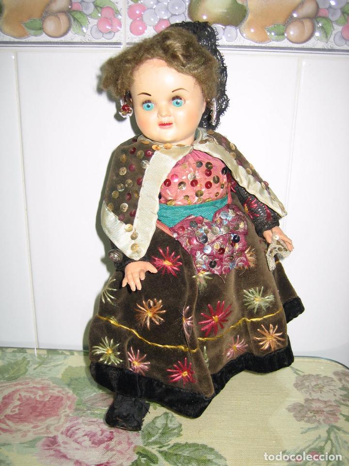 Muñeca española clasica: Antigua muñeca española con traje regional. En plástico duro. Altura 34 cm - Foto 3 - 90649310