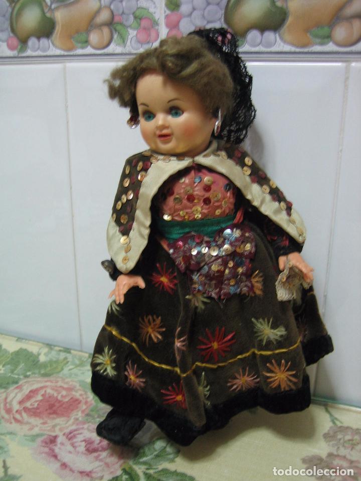 Muñeca española clasica: Antigua muñeca española con traje regional. En plástico duro. Altura 34 cm - Foto 4 - 90649310