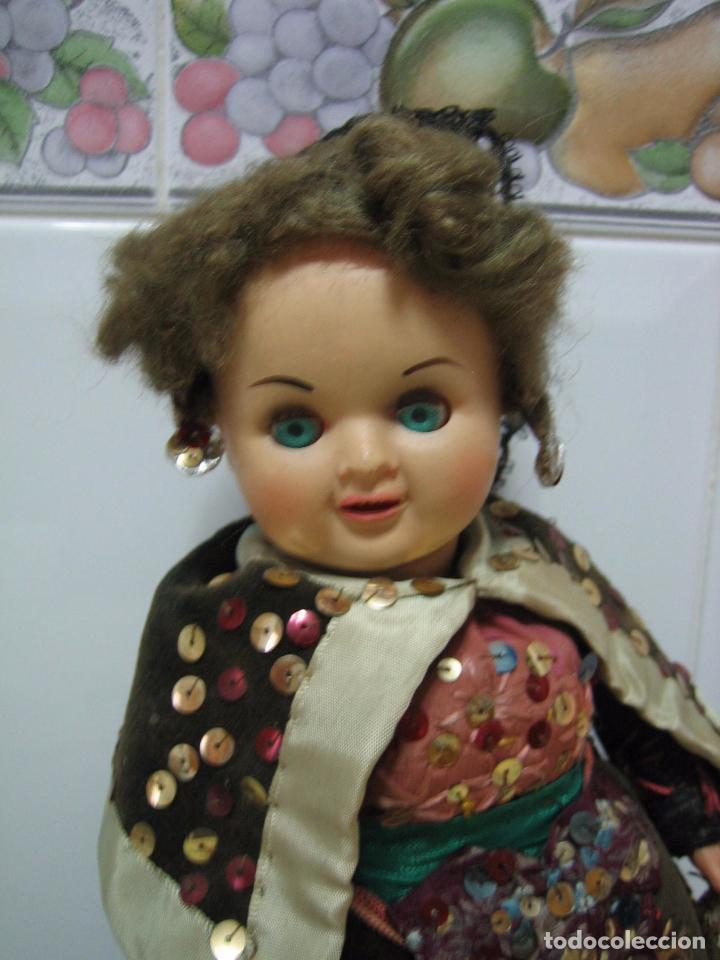 Muñeca española clasica: Antigua muñeca española con traje regional. En plástico duro. Altura 34 cm - Foto 8 - 90649310