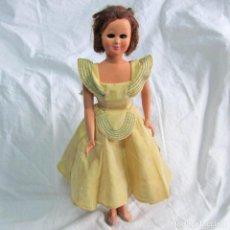 Muñeca española clasica: ANTIGUA Y ESTILIZADA MUÑECA PLASTICO RÍGIDO CELULOIDE OJOS BASCULANTES. ROPA ORIGINAL. Lote 91851345