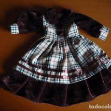 Muñeca española clasica: VESTIDO MUÑECA CLASICO TERCIOPELO TONO MARRÓN Y TELA DE CUADROS. Lote 93059600