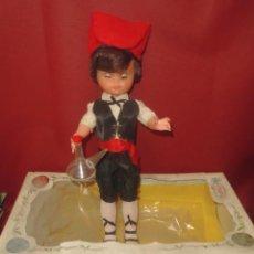 Muñeca española clasica: MAGNIFICO GRAN MUÑECO ANTIGUA DE PLASTICO Y CABEZA DE GOMA,DE LOS AÑOS 50-60,EN SU CAJA. Lote 93835725