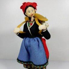 Muñeca española clasica: ANTIGUA MUÑECA DE FIELTRO NISTIS - LUGAREÑA CON CESTA ESPAÑOLA ANTIQUE SPANISH DOLL LADY TELA TRAPO. Lote 94498758