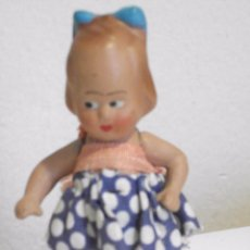 Muñeca española clasica: ANTIGUA PEQUEÑA MUÑECA DE TERRACOTA O BARRO CON SU VESTIDO ORIGINAL. Lote 97160783