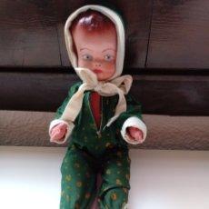 Muñeca española clasica: MUÑECO ANTIGUO CABEZA CARTON PIEDRA CUERPO DE TRAPO 33 CM. Lote 98144395