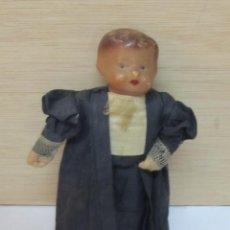Muñeca española clasica: DESCONOCIDA ANTIGUA MUÑECA VESTIDA DE JUEZ . Lote 101004743