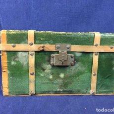 Muñeca española clasica: BAUL MUÑECAS ANTIGUO MUÑECA ROPA VACIO DOS BALDAS MADERA PAPEL CARTON MITAD S XX 17X29,5X17CMS. Lote 101479947