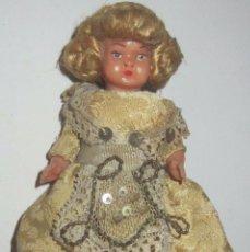 Muñeca española clasica: MUÑECA CELULOIDE COMPLETA CON TRAJE ORIGINAL AÑOS 40-50 EN BUEN ESTADO MIDE 9 CM. Lote 102462191