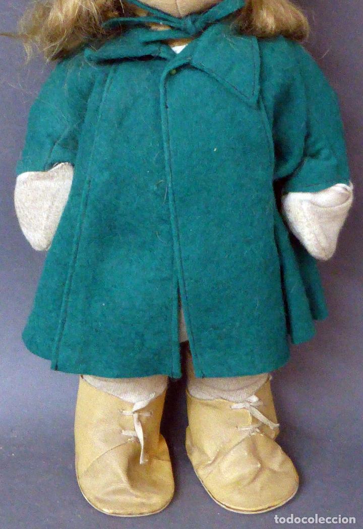 Muñeca española clasica: Muñeca abrigo verde y botas trapo y fieltro Florido ó similar años 50 35 cm alto - Foto 3 - 102709415
