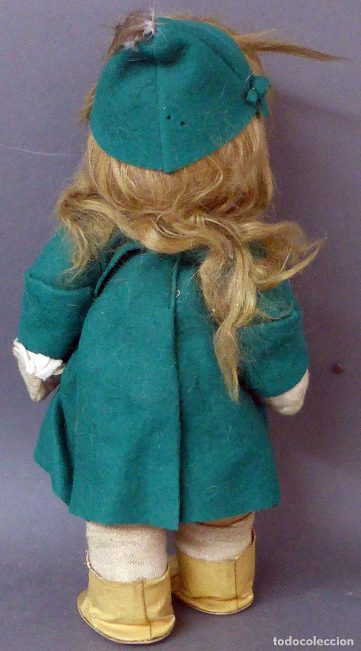 Muñeca española clasica: Muñeca abrigo verde y botas trapo y fieltro Florido ó similar años 50 35 cm alto - Foto 4 - 102709415