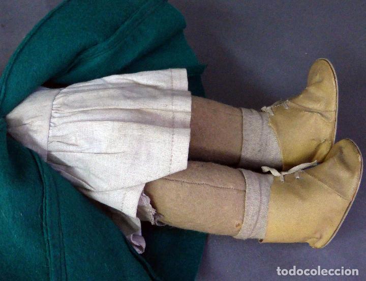 Muñeca española clasica: Muñeca abrigo verde y botas trapo y fieltro Florido ó similar años 50 35 cm alto - Foto 5 - 102709415