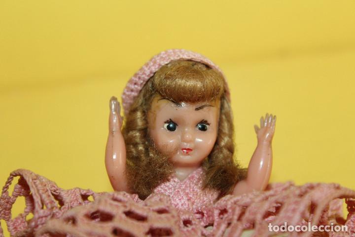 Muñeca española clasica: ANTIGUA MUÑECA DE CELULOIDE - CARITA DECORADA - PELO MOHAIR - MIDE 10 CMS - Foto 3 - 104958715