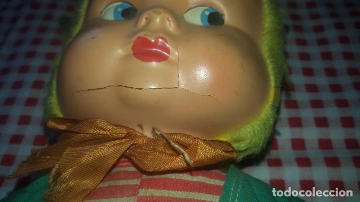 Muñeca española clasica: Antigua muñeca ,caperucita roja, ropa original,celuloide y trapo,MUÑECOS WERLI ,años 50 - Foto 2 - 105188687