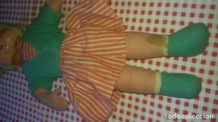 Muñeca española clasica: Antigua muñeca ,caperucita roja, ropa original,celuloide y trapo,MUÑECOS WERLI ,años 50 - Foto 3 - 105188687