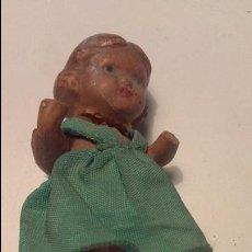 Muñeca española clasica: PEQUEÑA MUÑECA DE TERRACOTA CON VESTIDO VERDE, AÑOS 30. Lote 107362347