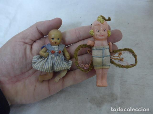 LOTE 2 ANTIGUA PEQUEÑA MUÑECA, UNO TERRACOTA Y OTRO CELULOIDE. MUÑECO ANTIGUO. (Juguetes - Otras Muñecas Españolas Clásicas (Hasta 1.960))