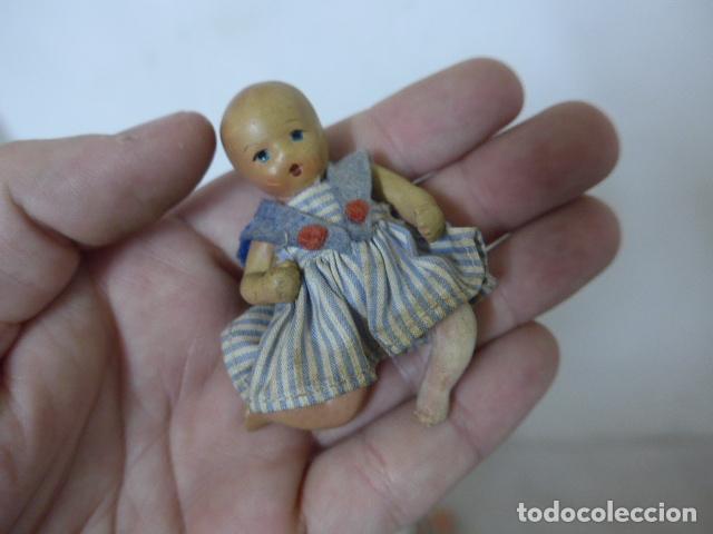 Muñeca española clasica: Lote 2 antigua pequeña muñeca, uno terracota y otro celuloide. Muñeco antiguo. - Foto 2 - 108541579