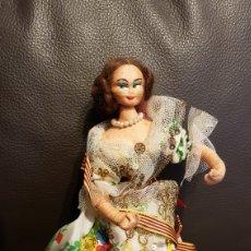 Muñeca española clasica: ANTIGUA MUÑECA AÑOS 60 MIDE 20 CM. Lote 110718152