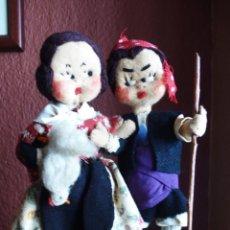 Muñeca española clasica: PAREJA DE MAÑICOS DE TRAPO Y ALAMBRE ELLA CON UNA GALLINA DE 21 CM.DE ALTURA. Lote 113498842