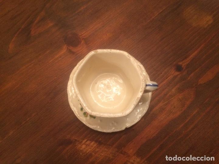 Muñeca española clasica: Antigua taza de juego de cafe / vajilla de ceramica blanca/ beix de juguete para muñeca años 40 - Foto 2 - 116572407