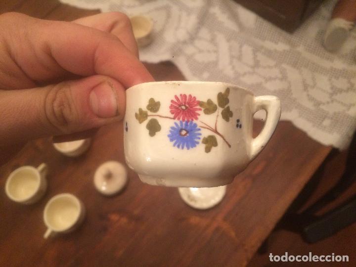 Muñeca española clasica: Antigua taza de juego de cafe / vajilla de ceramica blanca/ beix de juguete para muñeca años 40 - Foto 3 - 116572407