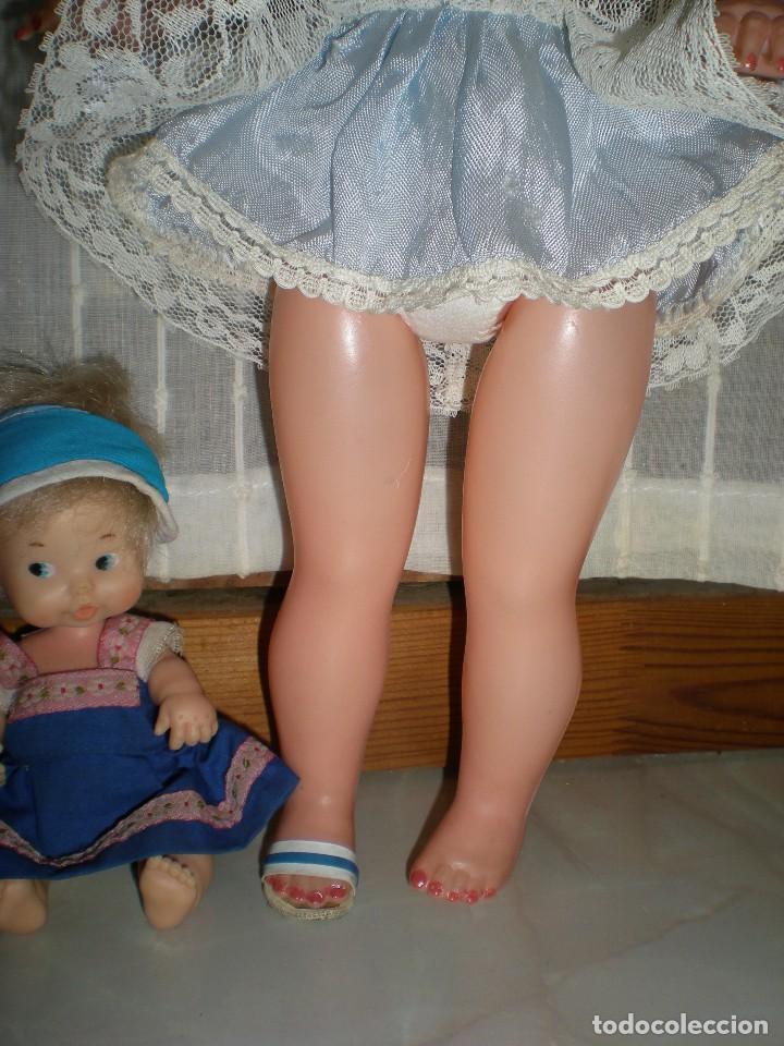 Muñeca española clasica: preciosa muñeca completa de origen años 60 con lloron en la espalda mide 35 cm le falta un zapato - Foto 3 - 118296107