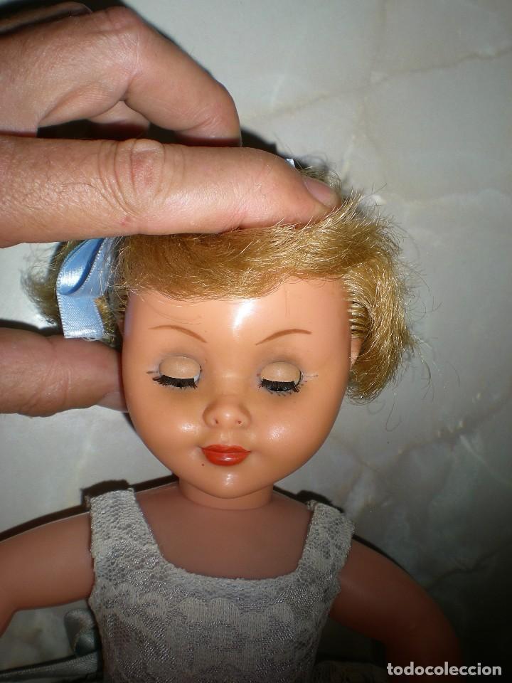 Muñeca española clasica: preciosa muñeca completa de origen años 60 con lloron en la espalda mide 35 cm le falta un zapato - Foto 7 - 118296107