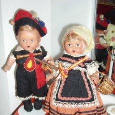 Muñeca española clasica: ANTIGUA PAREJA DE MUÑECOS DE TERRACOTA ASTURIANOS/GALLEGOS. AÑOS 30/40.DE 25 CM. DE ALTURA. Lote 119521307