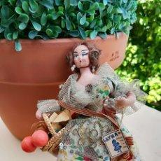 Muñeca española clasica: MUÑECA ANTIGUA DE 1950 LAINA LLEVA ETIQUETA. Lote 122560843